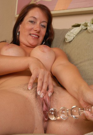 Older mummy Sandy spreading and toying mature vagina for close ups