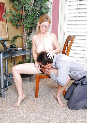 Naughty secretary Austin Scott having her hairy muff ate out