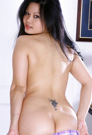 Oriental cutie Ayane making her much anticipated nude modelling debut