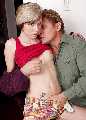 Short haired blonde amateur Kelly Klass parking hairy cunt on top of cock