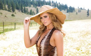 Sexy blonde babe Maya Rae undressing for nude photos in straw hat and boots