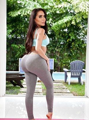 Latina Milf Yoga Pants Porn Videos