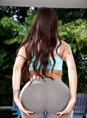 Curvy Latina MILF Lela Star and her bog booty working out in yoga pants