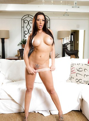 Busty pornstar Rachel Starr removes pretty underthings for shaved cunt look