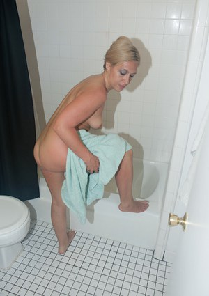 Experienced blonde chick Stevie Lix masturbating shaved pussy in shower