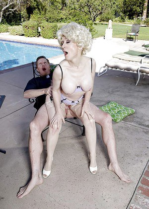 Older pornstar Nina Hartley having her vagina ate out beside pool