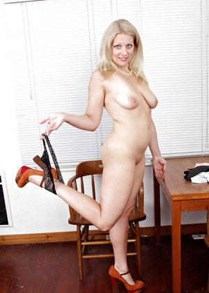 Aged blonde woman Zoey Tyler baring natural boobs and pink pussy