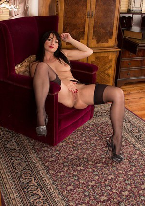 Older brunette babe Roxanne Cox flashing thigh and stockings
