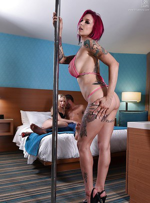 Redheaded girlfriend Anna Bell Peaks joins Staci Carr and hubby for 3some