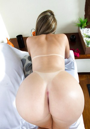 Latina babe Nayra Mendes removes denim jeans to reveal fat ass