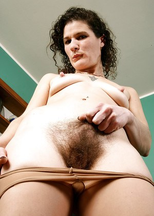 Experienced lady Sunshine licks her own hairy underarms up close