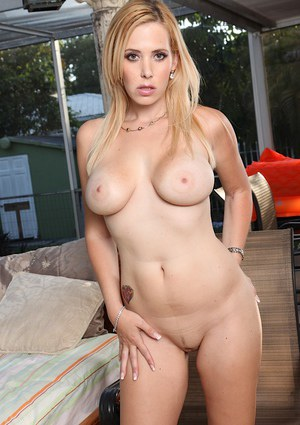 Over 30 blonde MILF Kylie Knight releasing large breasts from bikini top