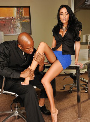 European pornstar Anissa Kate taking interracial pussy licking in office