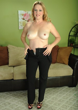 Mature broad Sable Knight undresses to expose all natural tits and tattoo