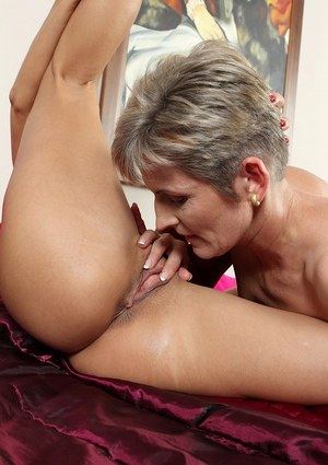 Aged dykes Melanie and Sandy Saxx finger and lick each others pussy