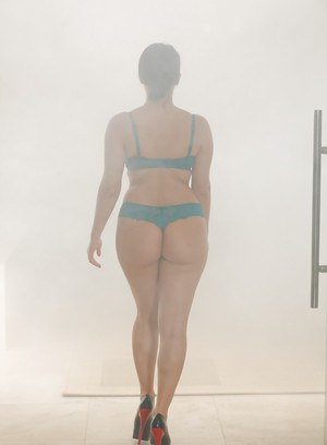 Wet Euro chick Valentina Nappi removing lingerie and high heels in bath