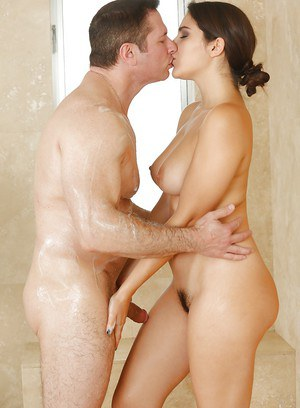 angelina jolie naked bath kissing