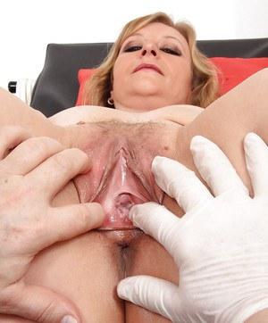 Mature fetish model Susan undergoing speculum exam from gyno doctor