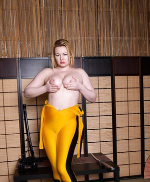 Euro blonde Amber West masturbates with toy after ditching cosplay outfit