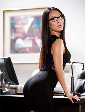 Glasses clad Asian solo girl Asa Akira unveiling spread pornstar pussy