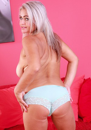 Chubby mature blonde MILF Lina Peters unveiling large saggy tits