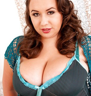 Brunette plumper Monica Love releasing big knockers and nipples from bra