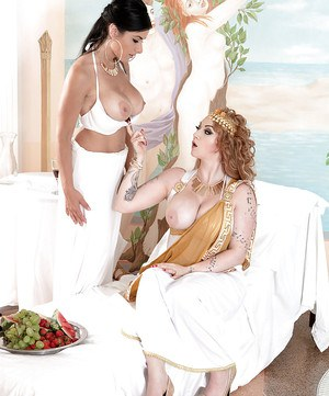 Busty cosplay lesbian Harmony Reigns and girlfriend licking vaginas