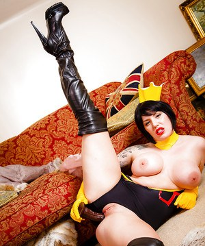 Busty Euro chick Yuffie Yulan toys twat in cosplay outfit and leather boots