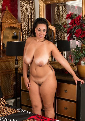 Fat black babe Anastasia Lux showing off large juggs and big booty