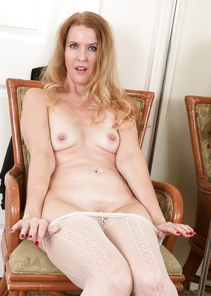 Mature woman Lacy removing pantyhose in high heels to spread pussy