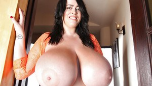 Brunette babe Leanne Crow exposing huge saggy boobs and nipples