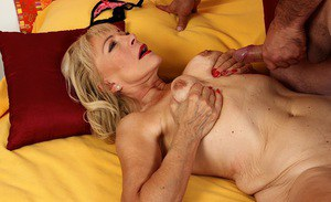 Experienced lady Janet Lesley and her saggy boobs blow fat cock for cumshot