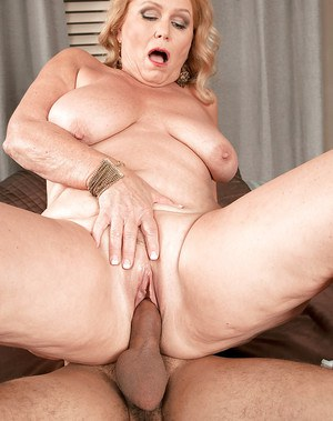 Mature BBW Alice exposing large saggy tits before giving blowjob