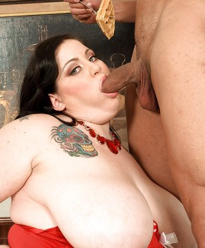 Fat feeder mom Glory Foxxx takes cumshot on face while eating food