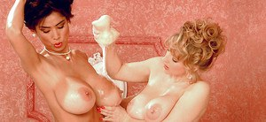 Busty moms Minka and Danni Ashe licking pussy and kissing in bath