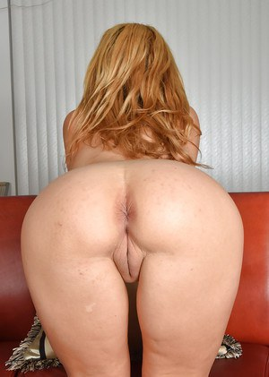 Mature blonde Stevie Lix shows off great legs and ass before cunt exposure