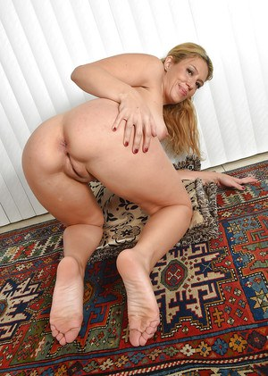 Older woman Stevie Lix removes panties for spreading of shaved pussy