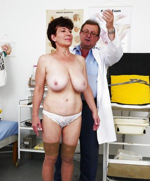 Ugly mature lady in hose having hairy pussy examined by gyno doctor