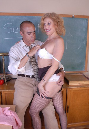 Fishnet stocking attired mature lady Dana bares shaved cunt for intercourse