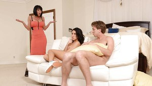 Babysitter Megan Rain and pornstar Veronica Avluv take anal in threesome