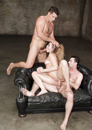Pornstar Mia Malkova blows cock and takes anal from big cocks in MMF 3some