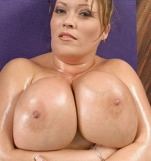 Mature fatty Savannah Phair exposes huge wet tits after sports workout