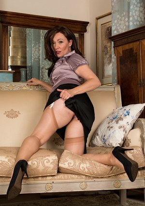 Aged brunette plumper Kitty Cream flashing upskirt ass in hose and garters