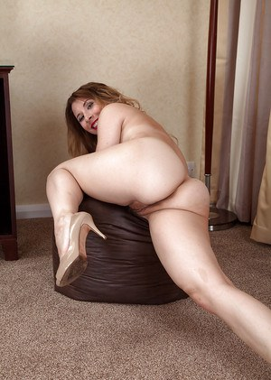 Older lady in high heels pulls down panties to expose ass and beaver