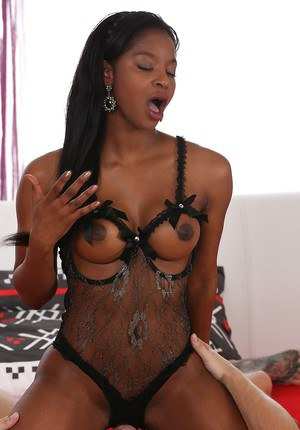 Ebony Euro mom Jasmine Webb giving and receiving oral sex before cumshot