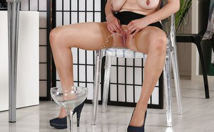 Blonde MILF Sabina Rose drinking own pee after pissing into glass
