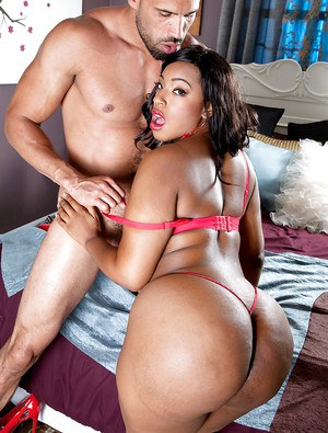 Ebony plumper Layla Monroe offers up huge black ass for anal sex