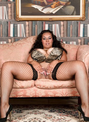 Chunky fishnet stocking clad mom Anastasia Lux spreading in high heels