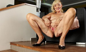 Aged blonde Janet Lesley revealing shaved cooter and saggy tits
