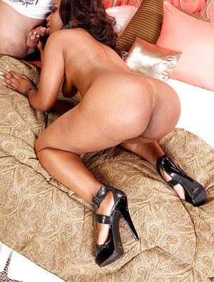 Black mama Paris Sweetz offering up big fat ass for hardcore fucking